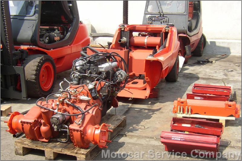 Assembling of the engine and hydrostatic transmission.