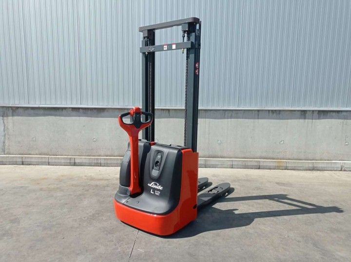 L12 Standart цена €  - 1116060613
