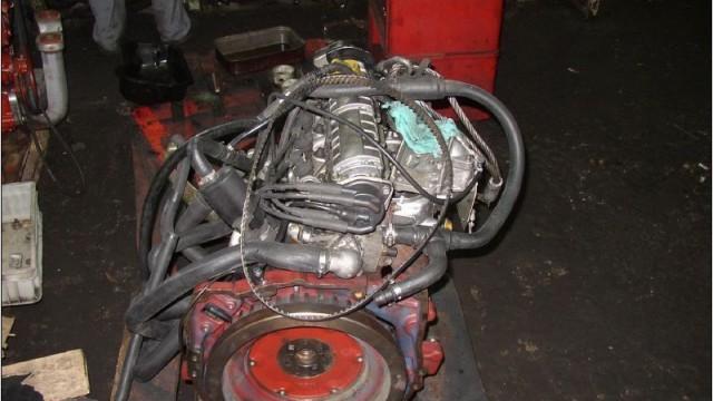 Разглобяване на двигателя.